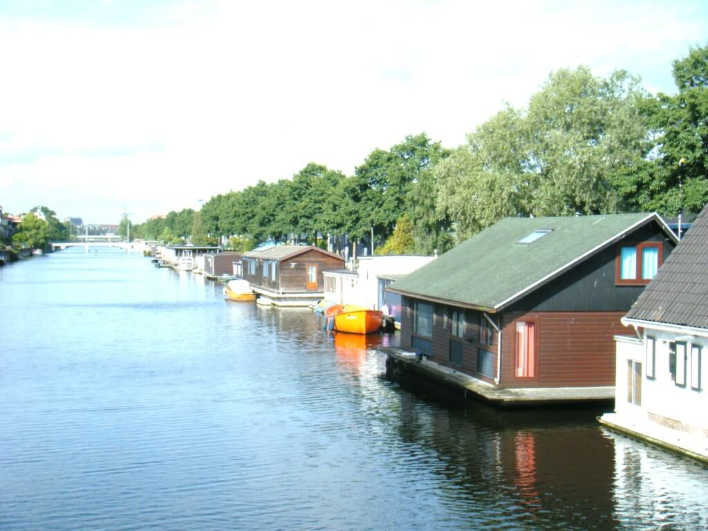 hausboot in amsterdam in holland mieten ferienh user in holland. Black Bedroom Furniture Sets. Home Design Ideas